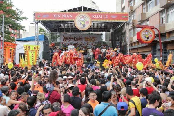 Ano Novo Chinês de outro ano sendo comemorado na Liberdade