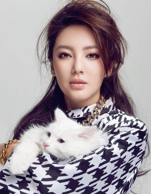 kitty-zhang-yuqi-9