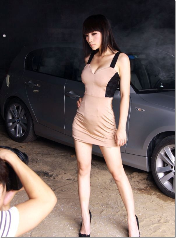 Sexy-female-anchor-Ada-Liu-Yan-became-glamorous-and-sexy-car-model-9_thumb