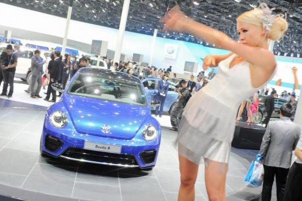 Auto_China_2012_Models_32_1_
