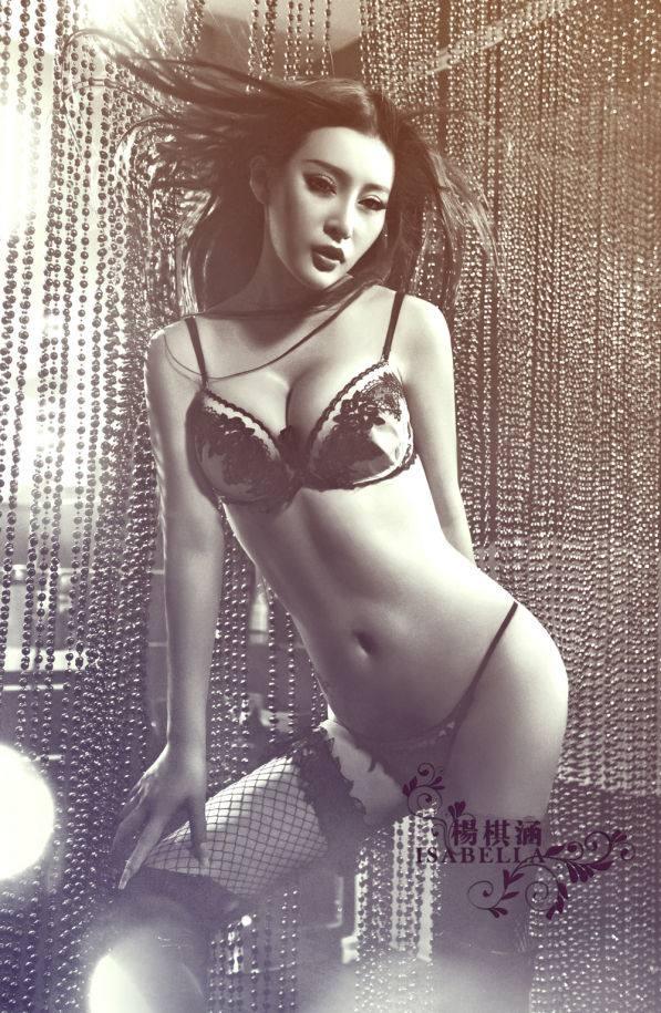 Yang_Qi_Han_Lingerie_2