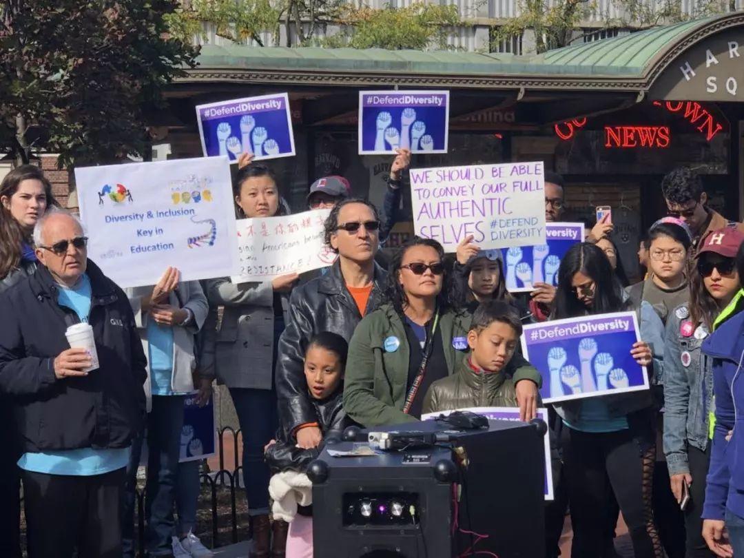 震撼!华人新生代主导支持哈佛多元化游行, 凝聚各族裔力量   图姐