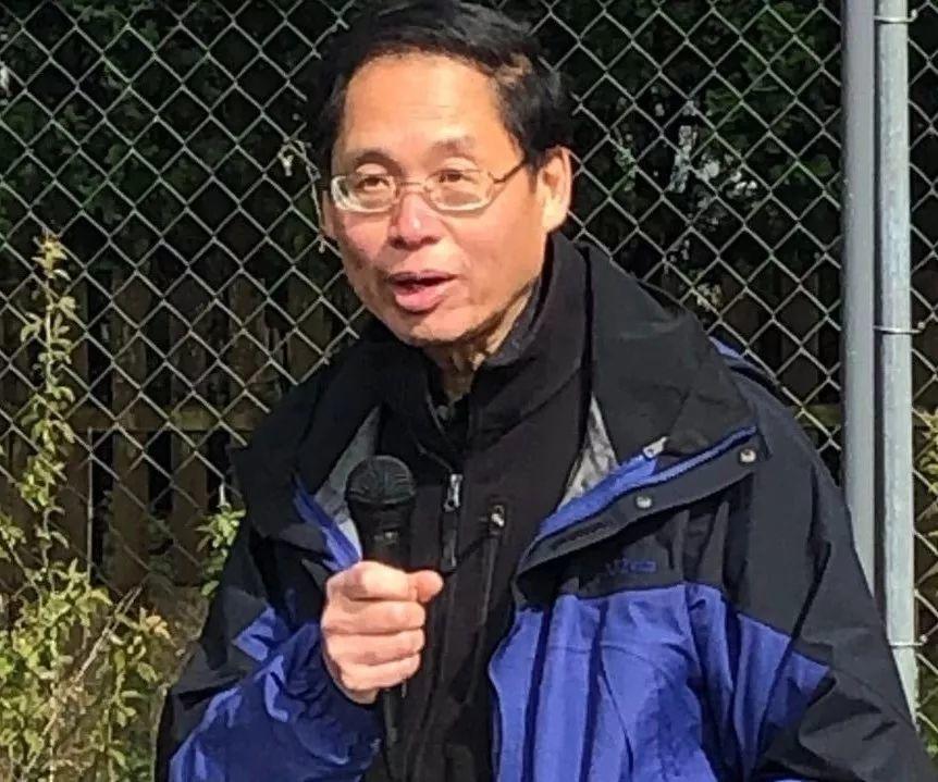 美国小城清明节,市长带领市民给百年前华人劳工移民扫墓