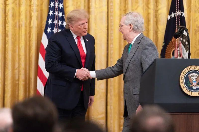 金斯伯格大法官公布癌症复发,充满诡异的总统大选年再添变数