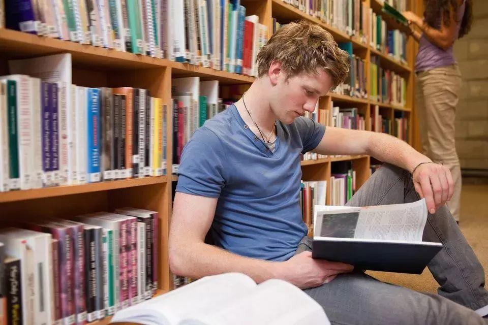 探索真相之旅:美国大学批判性思维培养和训练