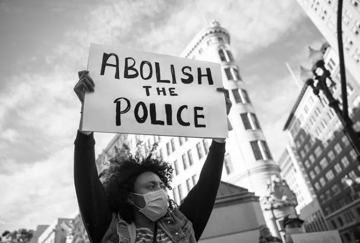 改革、撤资还是废除警察?我对美国这场争论的看法