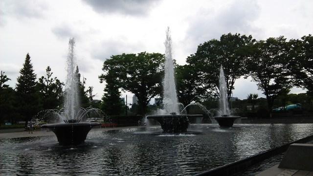 和田倉噴水公園を散歩 噴水の時間やライトアップは? アクセスはいい?