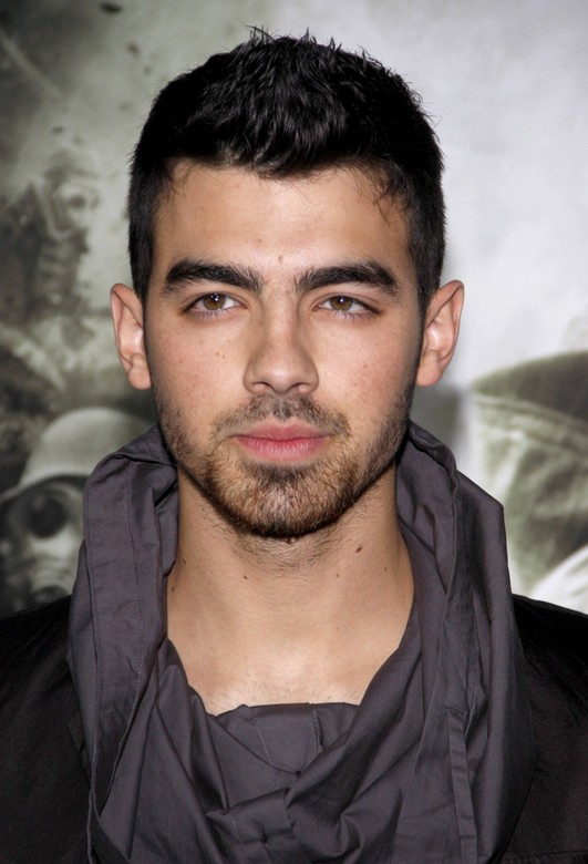 Joe-Jonas-Spiked-Short-Haircut-for-Men