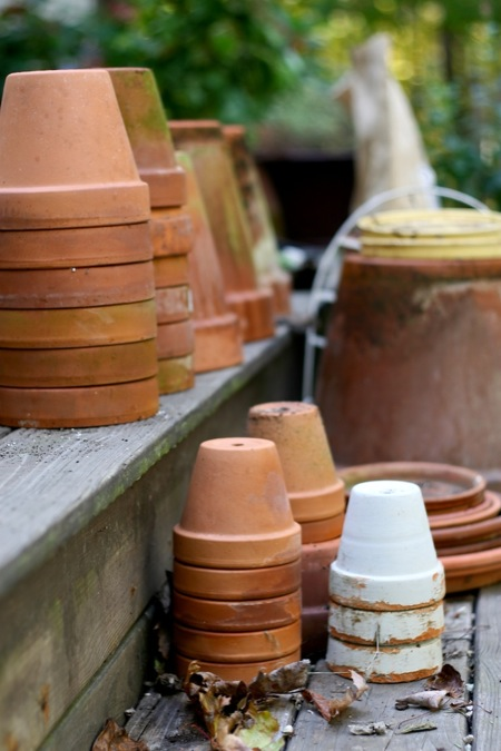 terracotta_pots_stacked
