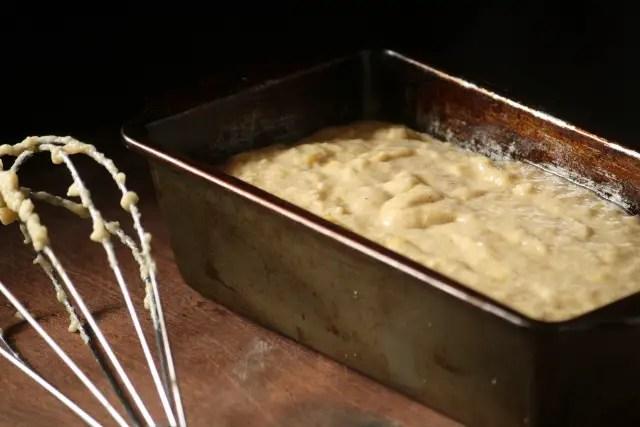 masa de bizcocho en un molde