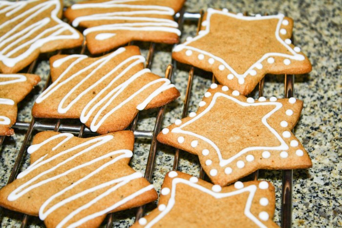 decorated Crunchy Gingerbread Cookies on a cooling rack