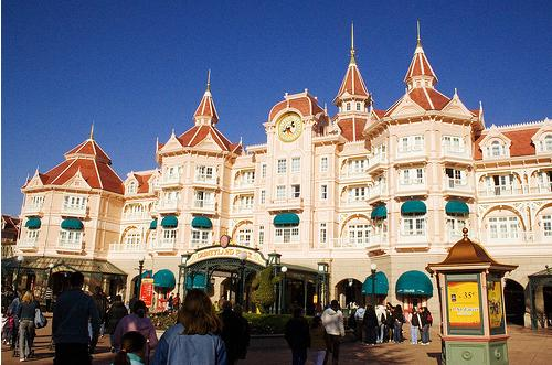 Save $400 When You Stay at a Disneyland Resort Hotel from Orbitz