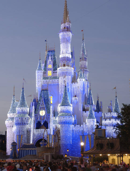 Best Times of Year for Couples to Visit Disney World