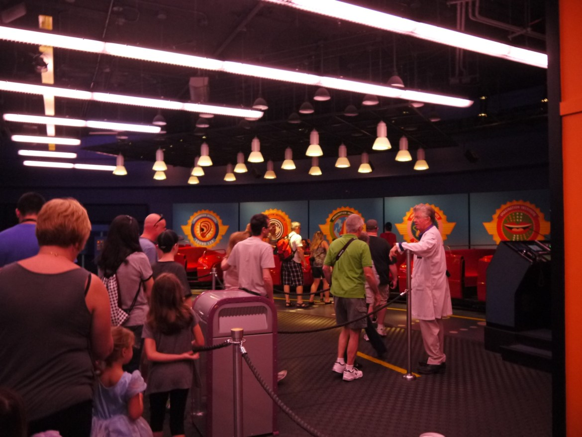 Disney Quick Tip – Fun games to play while waiting in line!
