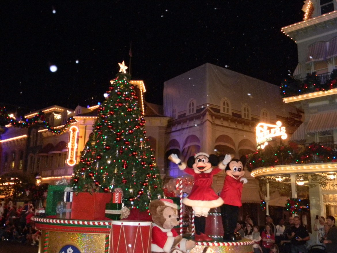 "Check Out These ""Can't Miss"" WDW Christmas Events At The Parks"