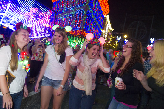 Glow With the Show Debuts Tonight at Osborne Family Spectacle of Dancing Lights in Disney's Hollywood Studios