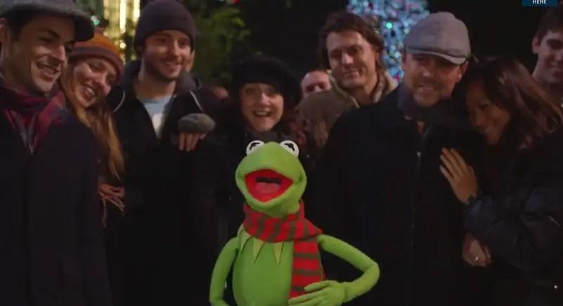 """Kermit Sings """"It Feels Like Christmas"""" at Disneyland"""