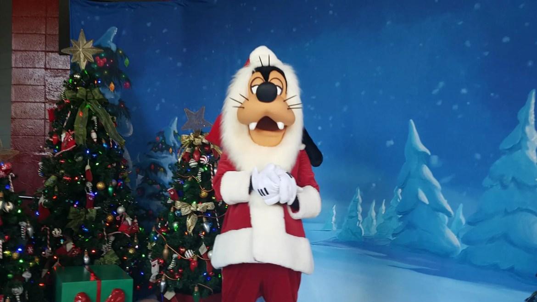 Meet Santa Goofy at Disney's Hollywood Studios
