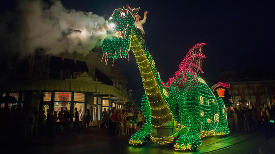 Main Street Electrical Parade Dining Packages at Disneyland Park now Available