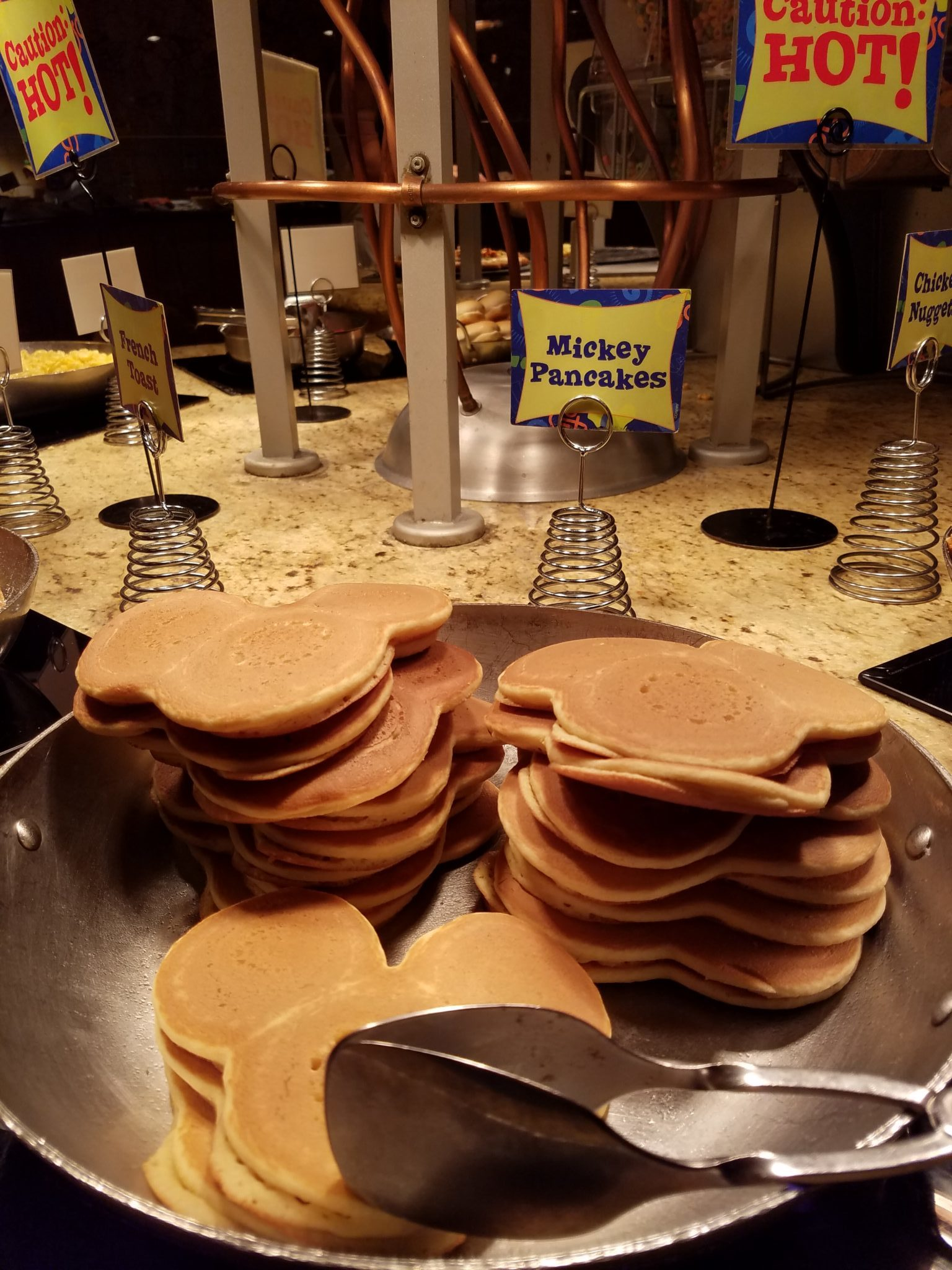 Goofy\'s Kitchen Offers Abundant Food and Awesome Character Interactions