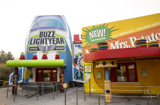 Toy Box Cafe Opens In Disney Pixar Toy Story Land At