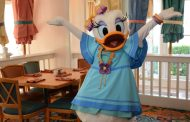 Daisy Duck Joins Minnie's Beach Bash Breakfast