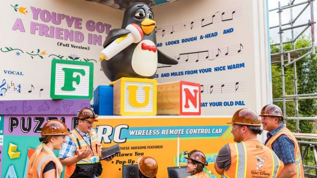 VIDEO: Singing Wheezy to Greet Guests at the End of Slinky Dog Dash
