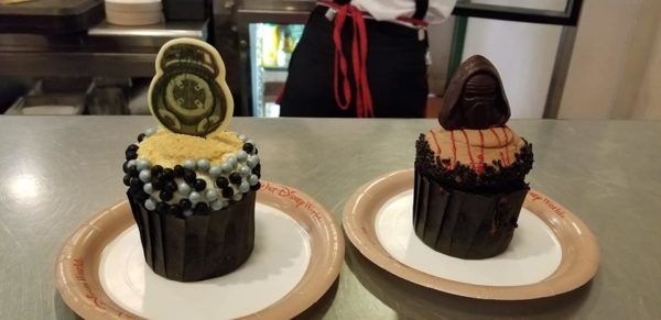 BB-9E and Kylo Ren Star Wars Cupcakes