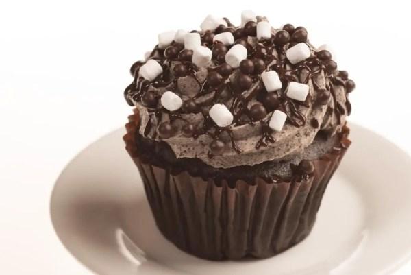 Marshmallow Cookie Crunch Cupcake