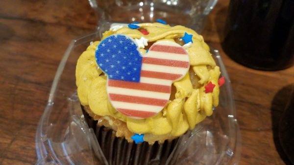 Celebrate The 4th Of July With An Apple Pie Cupcake 1