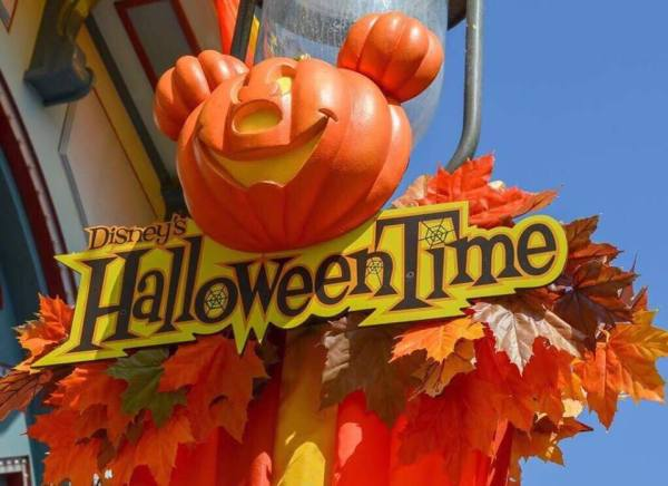 Take a Tour Of the Hallowen Decorations At Disneyland and California Adventure