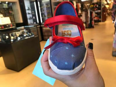 The Fabulous Disney x TOMS Holiday Collection Has Arrived 4