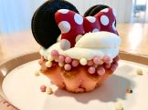 Minnie and Goofy Cupcakes Sweeten Up the Beach Club