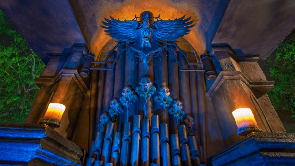 Halloween Finds 'Happy Hints' Hidden at the Haunted Mansion