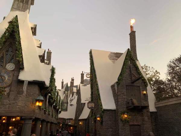 """The""""Magic of Christmas"""" Comes Alive at Wizarding World of Harry Potter 1"""