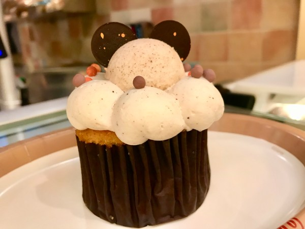 Pumpkin Pie Cupcake Pops Up at Saratoga Springs