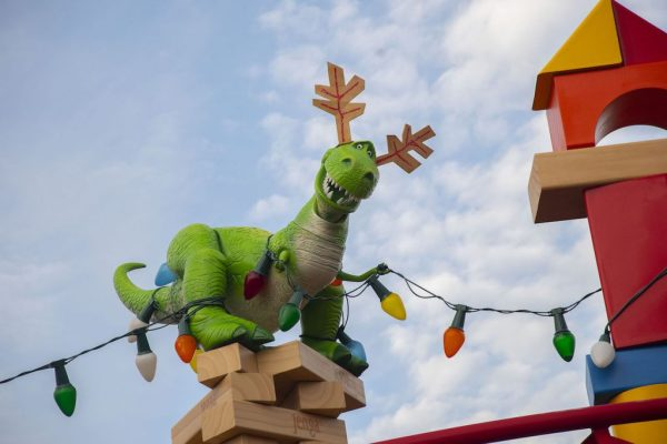 Toy Story Christmas Ornaments.Toy Story Land Christmas Decorations Spotted This Morning