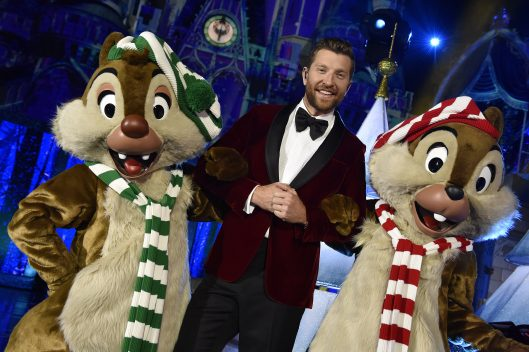 25 Days of Christmas Holiday Party from Disney Parks on Disney Channel Tonight 3