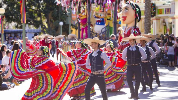 """Disney ¡Viva Navidad!"" Celebrates the Holidays and Latin Culture at Disneyland"