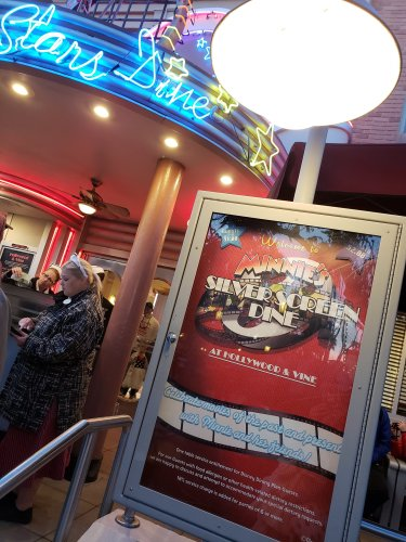 Minnie's Silver Screen Dine Offers Red Carpet Treatment 2