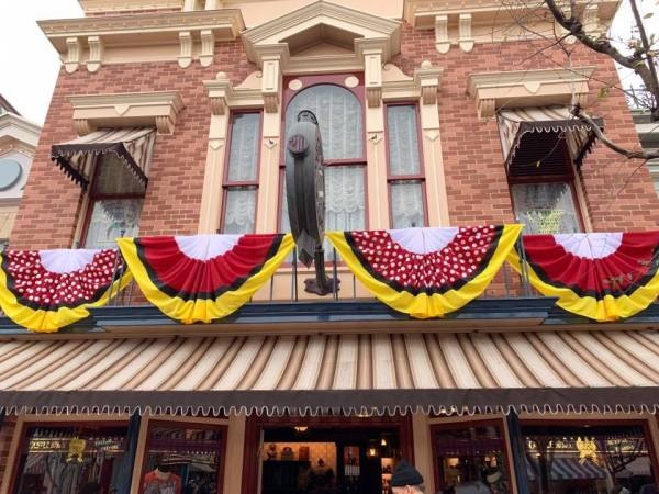 "New Disneyland Resort Decor For ""Get Your Ears On"" Celebration 1"