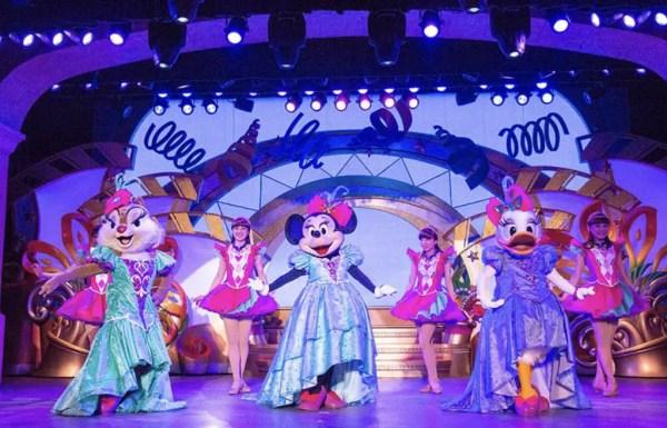 "Tokyo Disneyland Celebrates Daisy Duck at ""Let's Party Gras!"" 2"