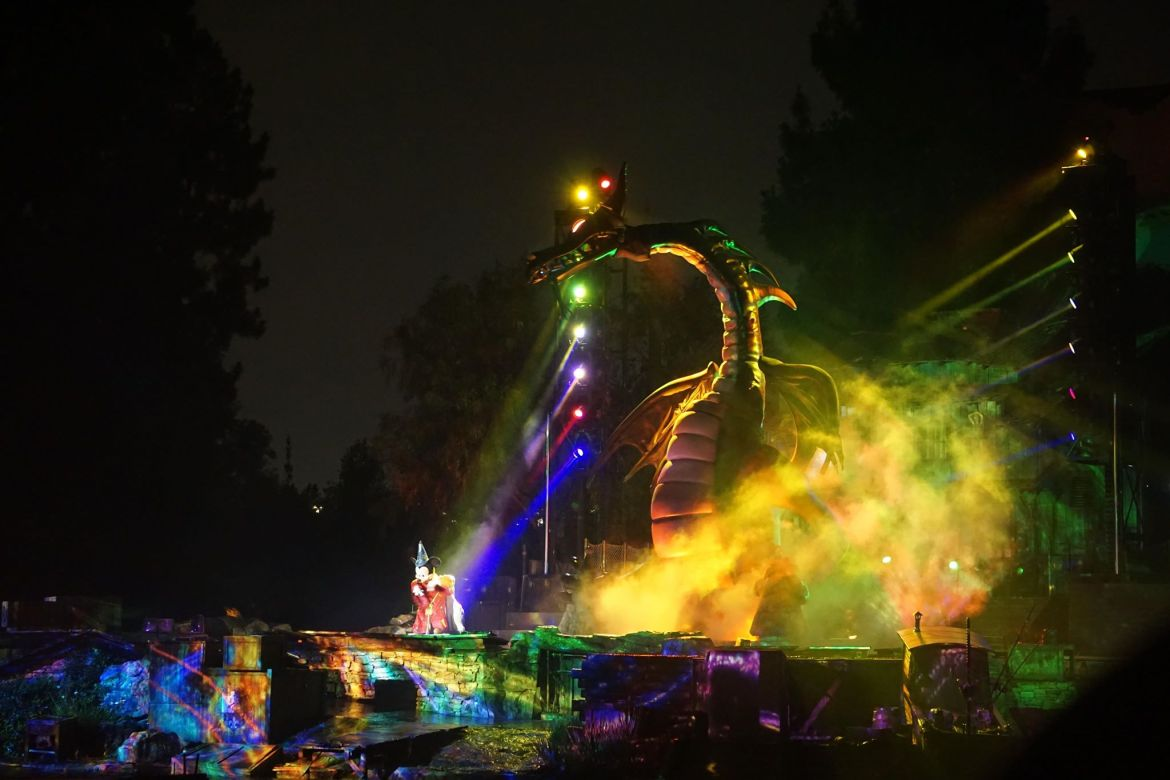 Disneyland's Fantasmic! has Temporarily Closed