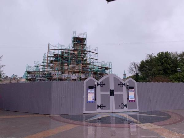 Disneyland Castle Construction Update