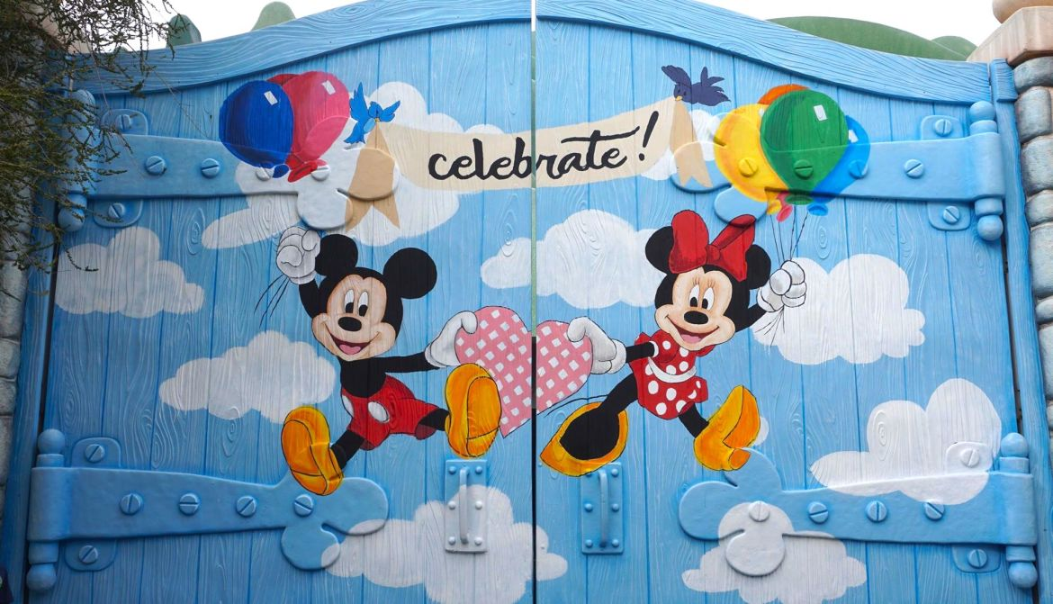 Disneyland Celebrates Mickey and Minnie with Fun New Photo Wall