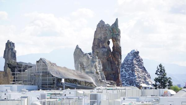 Star Wars: Galaxy's Edge is Really Starting to Take Shape at Disneyland 1