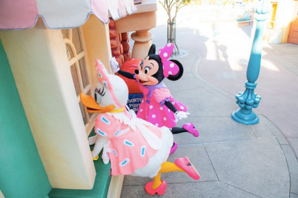 Minnie Mouse's Day Out with Daisy Duck at Tokyo Disneyland! 4