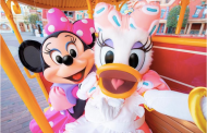 Minnie Mouse's Day Out with Daisy Duck at Tokyo Disneyland!