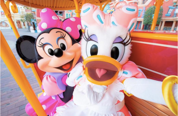 Minnie Mouse's Day Out with Daisy Duck at Tokyo Disneyland! 9
