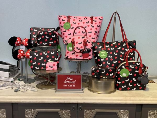 finest selection 37c20 80f35 The newest Disney Kate Spade Collection has arrived, and it s simply  marvelous! We ve been anticipating this gorgeous pink, black, and red Kate  Spade ...